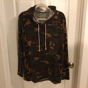 🌸 Camo Hooded Pullover Top